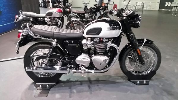 Triumph Bonneville T120 et T120 Black